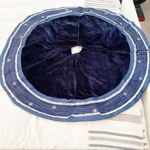 BLUE VELVET CHRISTMAS TREE SKIRT